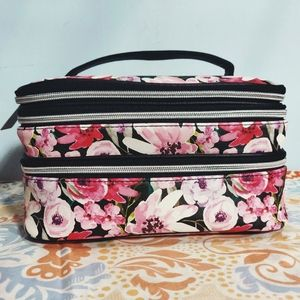 🐺 NWT Floral Makeup Bag 🐺